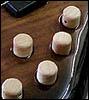 Ebony削りだしのNut、EtimoeのSolid Body, 木製のKnobs等が特徴です。